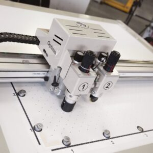 Sign+Cutters+Brand+Logo+Cutter+Machines+Flatbed+Cutting+Plotter+Graphtec-Optima-V250-Bar-Function-Top-View
